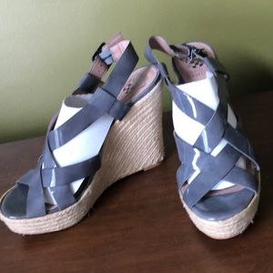 Vince camuto gray paten leather wedge size 8.5